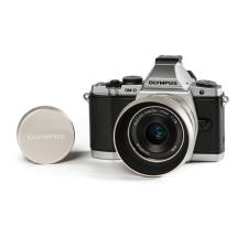 Olympus OM-D E-M5 Mirrorless Micro Four Thirds Digital Camera with 17mm f/2.8 Lens (Silver)